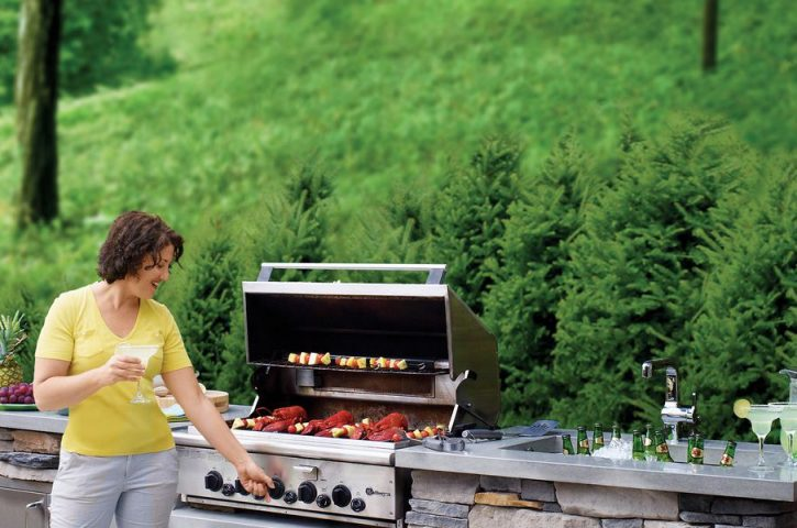 Building the Perfect Outdoor Kitchen for the Grill Master.